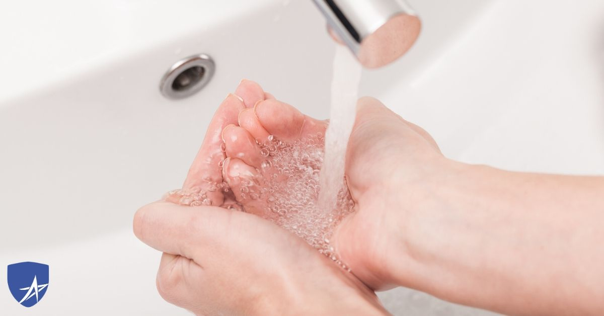coronavirus, washing hands in sink